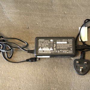 Genuine Sony AC-L10A AC Power Adapter Original by UKgoodbye